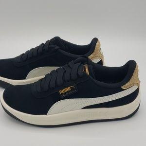 Puma California Metallic Sneaker Size 5.5